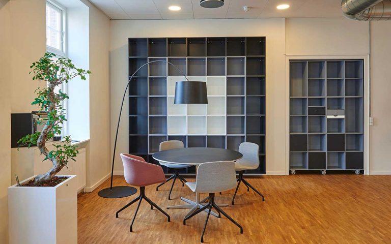 Sitzecke im Büro einrichten